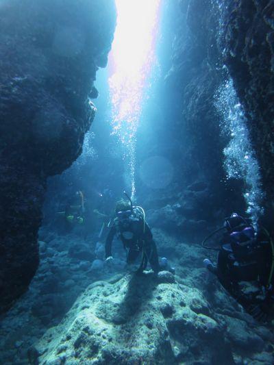 海中洞窟探検